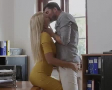 Sexy Babe Fucking In Office