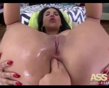 Slutty Missy Martinez Gets Wanked By Her Masseur