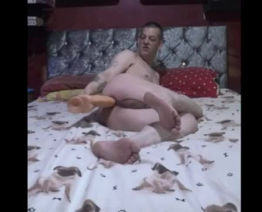 A Mature Lady Goes Crazy On The Bed