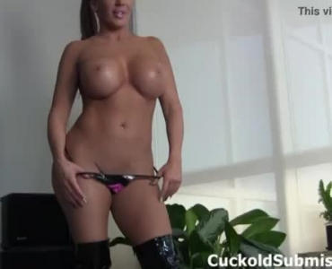 Richelle Ryan And Her Friend Doing The Semen Meat