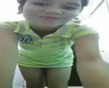Teen Cutie Showing Scissoring Pussy In Bathroom