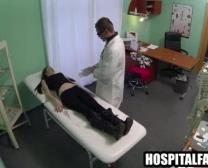 စိတ်ကို-မှုတ်အနက်ရောင်ဆံပင်လူနာသူမ၏ Doctorprescribes က Creampie 7Two0 နှစ်ခု Fingerblasted ရရှိ
