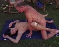 Super-ရနှေးငှေ့မြားသောဆယ်ကျော်သက် Pounding ဟောင်းကောင်လေး Coochie လေ့ကျင့်ခန်းများနှင့်နက်ရှိုင်းသော Gullet Spunk မရှင်းပြသည်