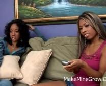 တစ်ဦး Ebony ပိုက်သဖြင့်လွဲချော်သွားတာ 2 စူပါပူ Honeys
